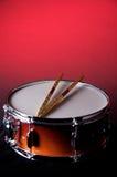 O vermelho desvanece-se cilindro e varas de Snare fotos de stock royalty free