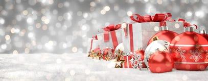 O vermelho e os presentes e as quinquilharias do White Christmas alinharam a rendição 3D Fotografia de Stock Royalty Free