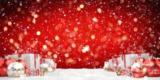 O vermelho e os presentes e as quinquilharias do White Christmas alinharam a rendição 3D Imagem de Stock Royalty Free