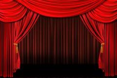 O vermelho no teatro do estágio drapeja Fotografia de Stock Royalty Free