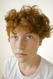 O vermelho novo dirigiu/adolescente de cabelo/mulher imagens de stock royalty free