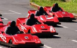 O vermelho vai Karts Fotografia de Stock