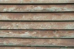 O vermelho velho oxidado pintou a textura de madeira da parede da placa imagem de stock
