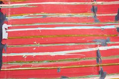 O vermelho velho pintado surge com listras coloridas fotos de stock