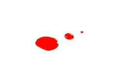 O verniz para as unhas vermelho deixa cair a amostra, isolada no branco Fotografia de Stock Royalty Free