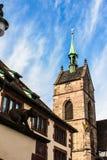 O vertical da igreja com céu azul Fotografia de Stock Royalty Free