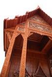 O vertical tailandês do teste padrão do templo no branco Imagem de Stock