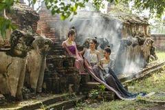 O vestido das mulheres no palácio imagem de stock royalty free