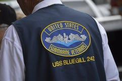 O veterano submarino dos E.U. veste orgulhosamente o remendo Foto de Stock