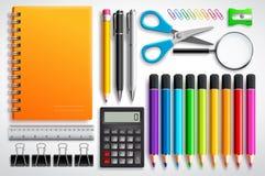 O vetor das fontes de escola ajustou-se com o caderno, as penas e os materiais de escritório dos lápis da cor ilustração do vetor