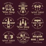 O vetor do vintage da loja de vinho simboliza, etiquetas, crachás ilustração stock