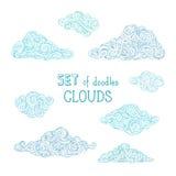 O vetor esboçado rabisca as nuvens ajustadas Imagens de Stock