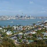 O vew da cidade de Auckland da montagem Victoria, direitos de Devonport livra Fotos de Stock Royalty Free
