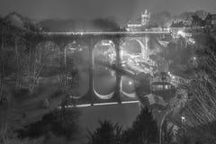 O viaduto da estrada de ferro em Knaresborough, North Yorkshire, Reino Unido foto de stock royalty free