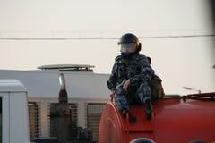 O videographer desconhecido da polícia durante a ação da oposição do russo para eleições justas, pode 6, 2012, quadrado de Bolotn Imagens de Stock Royalty Free