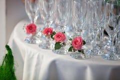 O vidro de Champagne com aumentou Imagens de Stock