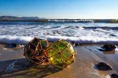 O vidro flutua na praia Fotos de Stock