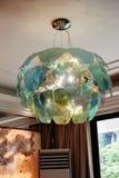 O vidro luxuoso conduziu a iluminação do candelabro foto de stock royalty free