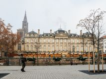 O vigipirate da polícia armou os oficiais que surveilling ruas de Strasbourg fotos de stock