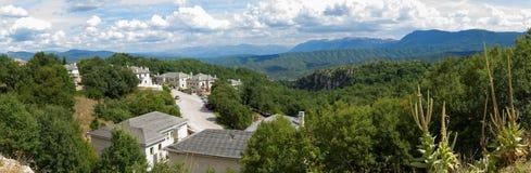 O vilage Monodendri no norte de Grécia Foto de Stock Royalty Free