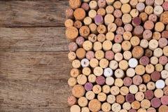 O vinho arrolha o fundo fotos de stock