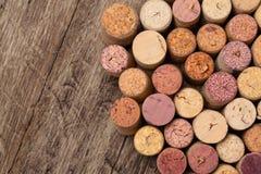 O vinho arrolha o fundo fotografia de stock