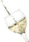 O vinho branco derrama no vidro Imagens de Stock Royalty Free