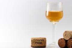 O vinho e as cortiça italianos Imagem de Stock Royalty Free