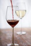 O vinho encheu-se em um vidro Fotografia de Stock Royalty Free