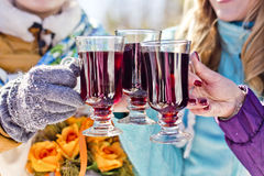 O vinho ferventado com especiarias Imagem de Stock Royalty Free