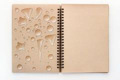 O vintage aberto recicla o bloco de desenho com gota da água jpg Foto de Stock Royalty Free