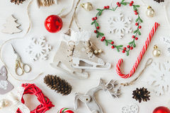 O vintage acolhedor tonificou a composição do Natal dos feriados de inverno foto de stock