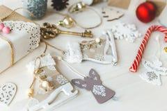 O vintage acolhedor tonificou a composição do Natal dos feriados de inverno Imagens de Stock Royalty Free