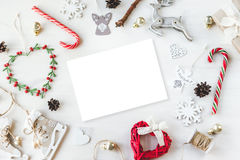 O vintage acolhedor tonificou o modelo da composição do Natal dos feriados de inverno foto de stock