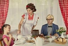 O vintage denominou a família em casa Fotos de Stock Royalty Free