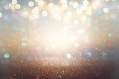 O vintage do brilho ilumina o fundo prata e ouro claros defocused imagem de stock