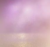 O vintage do brilho ilumina o fundo prata, ouro e rosa claros defocused imagens de stock
