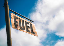 O vintage do combustível oxidou sinal fotos de stock