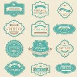 O vintage e os crachás retros projetam com texto da amostra ( Fotografia de Stock