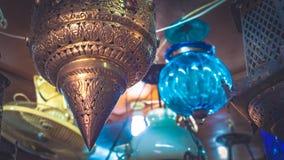O vintage gravou a lanterna mágica de bronze foto de stock