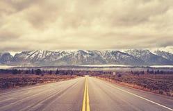 O vintage tonificou a estrada cênico no parque nacional grande de Teton, EUA fotos de stock royalty free