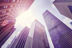 O vintage tonificou a foto dos arranha-céus em Manhattan Fotos de Stock