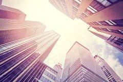 O vintage tonificou a foto dos arranha-céus em Manhattan Foto de Stock Royalty Free