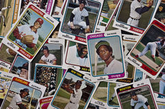 O vintage velho dos cartões de basebol de MLB ostenta recordações