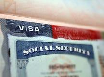 O visto americano em um original pessoal do fundo dos EUA da página do passaporte e do nember sacial da segurança Número da Segur imagens de stock royalty free