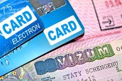 O visto seus em passaporte e cartões de crédito Fotografia de Stock Royalty Free