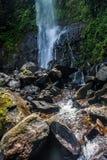 O volume de água da cachoeira Fotos de Stock