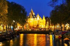 O Waag (pese a casa) em Amsterdão imagem de stock royalty free