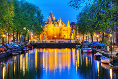O Waag (pese a casa) em Amsterdão imagem de stock