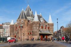 O Waag ( ' Pese House' ) em Amsterdão foto de stock royalty free
